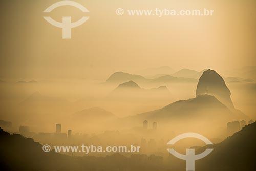 Vista do amanhecer no Pão de Açúcar a partir do mirante da Vista Chinesa  - Rio de Janeiro - Rio de Janeiro (RJ) - Brasil