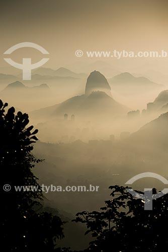 Vista do amanhecer no Pão de Açúcar a partir do mirante da Mesa do Imperador  - Rio de Janeiro - Rio de Janeiro (RJ) - Brasil