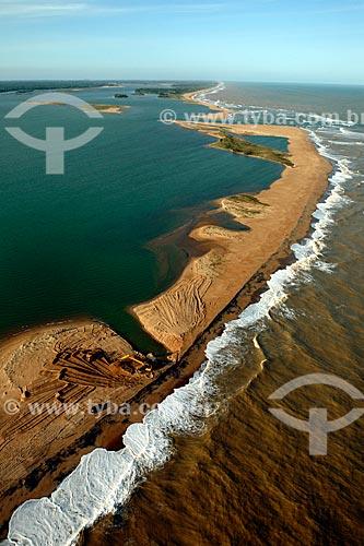 Desobstrução da foz do Rio Doce para o escoamento da lama antes da chegada dos rejeitos do rompimento de barragem da Mineradora Samarco de Mariana (MG)  - Linhares - Espírito Santo (ES) - Brasil