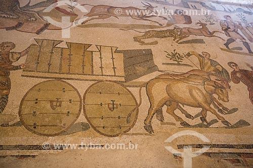 Detalhe de mosaico conhecido como Grande Caçada - Villa Romana del Casale - antiga palácio construído no século IV  - Piazza Armerina - Província de Enna - Itália
