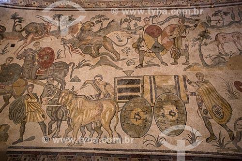 Detalhe de mosaico conhecido como a Grande Caçada na Villa Romana del Casale - antiga palácio construído no século IV  - Piazza Armerina - Província de Enna - Itália