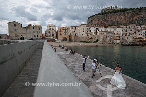 Casais na antiga marina da cidade de Cefalù às margens do Mar Tirreno  - Cefalù - Província de Palermo - Itália