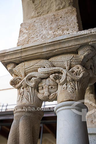 Detalhe de capitel no cláustro da Duomo di Cefalù (Catedral de Cefalù) - século XII  - Cefalù - Província de Palermo - Itália