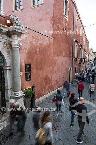 Turistas na Corso Umberto  - Taormina - Província de Messina - Itália