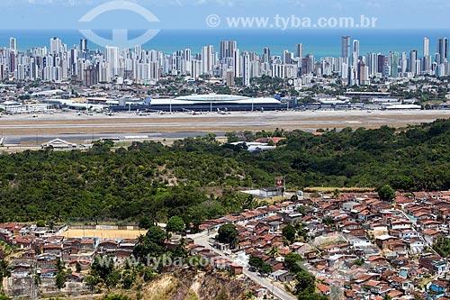 Foto aérea do bairro do Jordão com o Aeroporto Internacional do Recife/Guararapes - Gilberto Freyre (1958) e o bairro de Boa Viagem ao fundo  - Recife - Pernambuco (PE) - Brasil