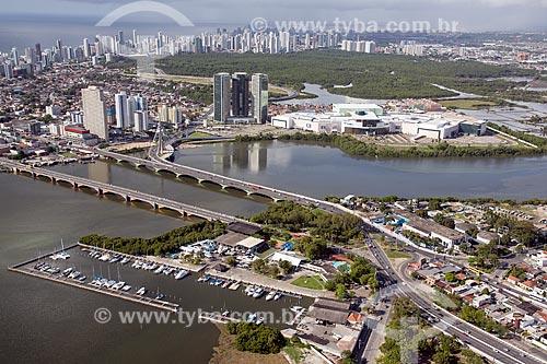 Foto aérea do Cabanga Iate Clube de Pernambuco com o Shopping Rio Mar e o Parque dos Manguezais ao fundo  - Recife - Pernambuco (PE) - Brasil