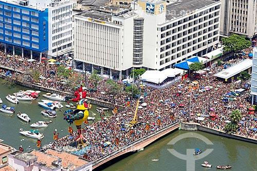 Foto aérea do desfile do bloco de carnaval de rua Galo da Madrugada  - Recife - Pernambuco (PE) - Brasil