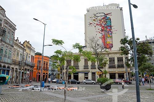 Casarios e prédio com grafite no Largo de São Francisco da Prainha  - Rio de Janeiro - Rio de Janeiro (RJ) - Brasil