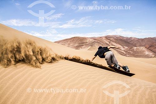 Praticante de sandboard no Deserto do Atacama  - Iquique - Província de Iquique - Chile