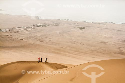 Praticantes de sandboard no Deserto do Atacama  - Iquique - Província de Iquique - Chile