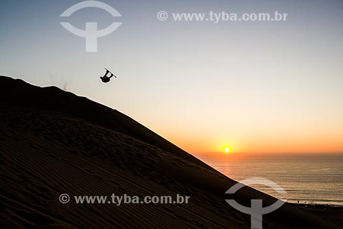 Praticante de sandboard no Cerro Dragón (Dunas Morro do Dragão)  - Iquique - Província de Iquique - Chile
