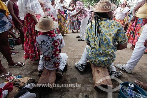 Criança e homem tocando tambor durante a apresentação do Grupo de Tambor de Crioula - Companhia Mariocas - no Dia da Consciência Negra  - Rio de Janeiro - Rio de Janeiro (RJ) - Brasil