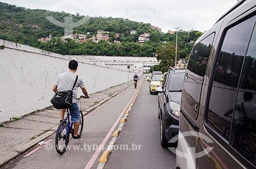 Ciclofaixa na Rua Real Grandeza com o Cemitério São João Batista ao fundo  - Rio de Janeiro - Rio de Janeiro (RJ) - Brasil