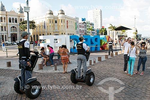 Policiais Militares em Segway Personal Transporters na Praça do Rio Branco - também conhecido como Marco Zero  - Recife - Pernambuco (PE) - Brasil
