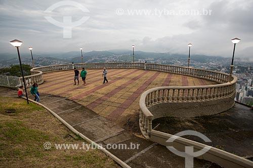 Vista de Juiz de Fora a partir do Mirante Salles de Oliveira - mais conhecido como Mirante do Cristo  - Juiz de Fora - Minas Gerais (MG) - Brasil