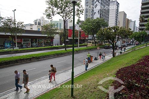 Pedestres na Avenida Barão do Rio Branco  - Juiz de Fora - Minas Gerais (MG) - Brasil