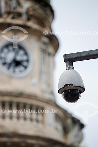 Câmera de segurança com a torre do Paço Municipal de Juiz de Fora - antigo prédio da Prefeitura - ao fundo  - Juiz de Fora - Minas Gerais (MG) - Brasil
