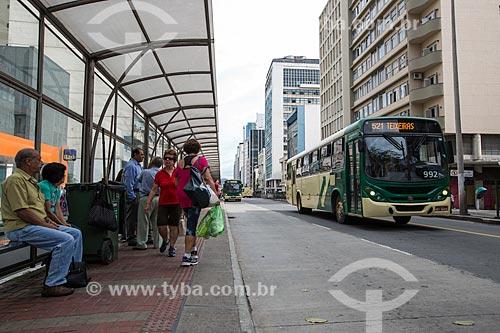 Ponto de ônibus na Avenida Barão do Rio Branco  - Juiz de Fora - Minas Gerais (MG) - Brasil