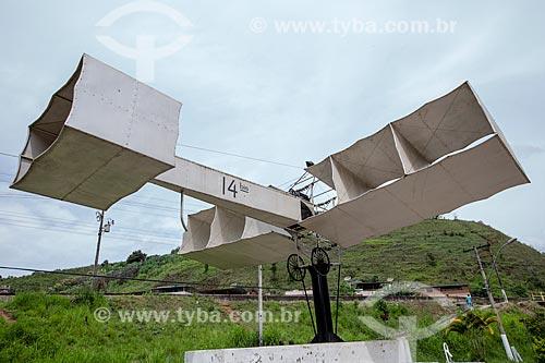 Réplica do 14-Bis na entrada da cidade de Santos Dumont - Rodovia BR-040  - Santos Dumont - Minas Gerais (MG) - Brasil