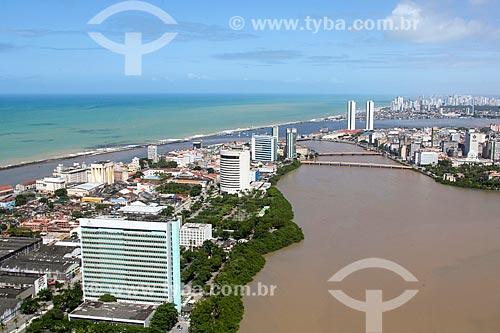 Foto aérea do centro de Recife com a prefeitura - à esquerda - e o Rio Capibaribe  - Recife - Pernambuco (PE) - Brasil