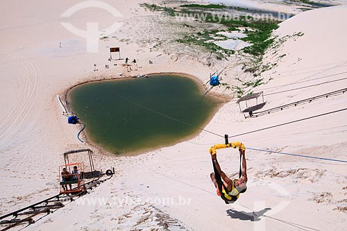 Aerobunda nas dunas da Praia de Canoa Quebrada  - Aracati - Ceará (CE) - Brasil
