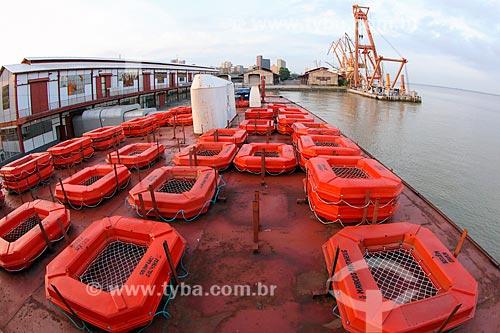 Botes em navio no Porto de Belém  - Belém - Pará (PA) - Brasil