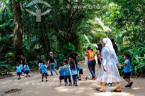 Alunos do Colégio Madre Zarife Sales durante passeio escolar no Parque do Museu Paraense Emílio Goeldi  - Belém - Pará (PA) - Brasil