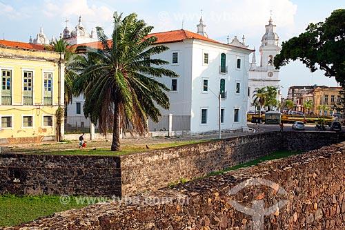 Vista do Museu de Arte Sacra de Belém (século XVIII) a partir do Forte do Castelo do Senhor Santo Cristo com a Catedral Metropolitana de Belém ao fundo  - Belém - Pará (PA) - Brasil