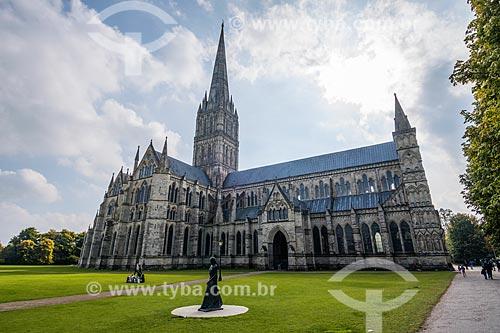 Fachada da Catedral da Bem-Aventurada Virgem Maria (1320) - mais conhecida como Catedral de Salisbury  - Salisbury - Condado de Wiltshire - Inglaterra