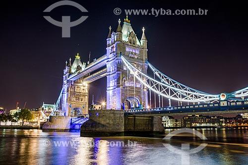 Vista da Tower Bridge (Ponte da Torre) - 1894 - à noite  - Londres - Grande Londres - Inglaterra