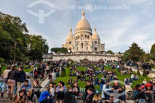 Pessoas nos jardim da Basilique du Sacré-Coeur (Basílica do Sagrado Coração) - 1914  - Paris - Paris - França