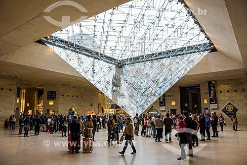 Interior do Hall Napoleon no Musée du Louvre (Museu do Louvre)  - Paris - Paris - França