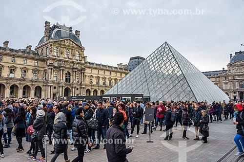 Pirâmide do Louvre (1989) no pátio principal do Palais du Louvre (Palácio do Louvre)  - Paris - Paris - França