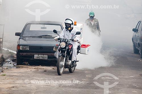 Motocicleta com equipamento UBV (ultra baixo volume) - mais conhecido como fumacê - no combate ao mosquito Aedes aegypti  - Manaus - Amazonas (AM) - Brasil