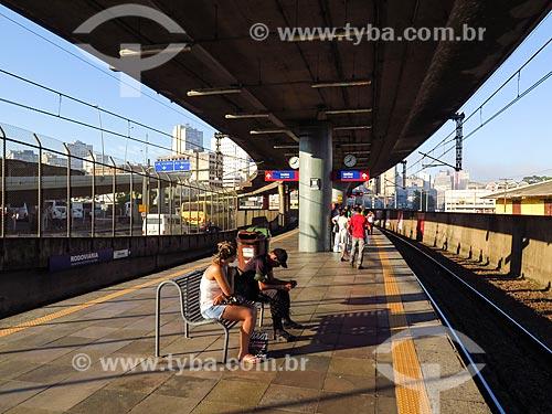 Passageiros em estação do metrô de Porto Alegre  - Porto Alegre - Rio Grande do Sul (RS) - Brasil