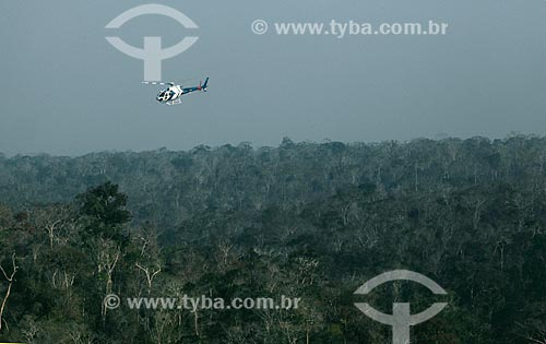 Helicóptero do Núcleo de Operações e Transporte Aéreo - NOTAer/Polícia Militar transportando de bombeiros durante incêndio na Reserva Biológica de Sooretama  - Sooretama - Espírito Santo (ES) - Brasil