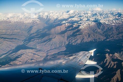 Vista de asa de avião e da Cordilheira dos Andes durante sobrevoo próximo a Santiago  - Santiago - Província de Santiago - Chile