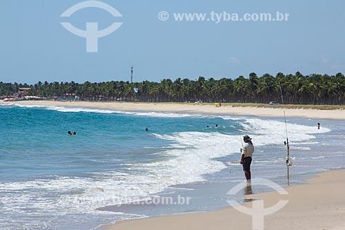 Pescador na orla da Praia de Maracaípe  - Ipojuca - Pernambuco (PE) - Brasil
