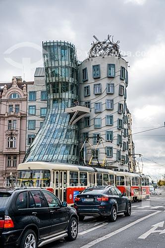 Fachada do edifício Tan?ící dum ou Fred e Ginger (1996) - mais conhecido como Casa Dançante por sua arquitetura  - Praga - Região da Boêmia Central - República Tcheca