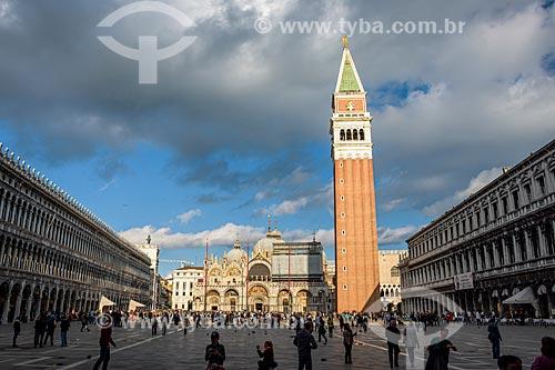 Piazza San Marco (Praça de São Marcos) com a Basilica di San Marco (Basílica de São Marcos) - 1617 - ao fundo  - Veneza - Província de Veneza - Itália