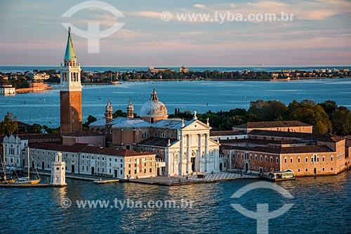 Vista da Basilica di San Giorgio Maggiore (Basílica de São Jorge Maior) - 1610 - com o campanário da Basilica di San Marco  - Veneza - Província de Veneza - Itália
