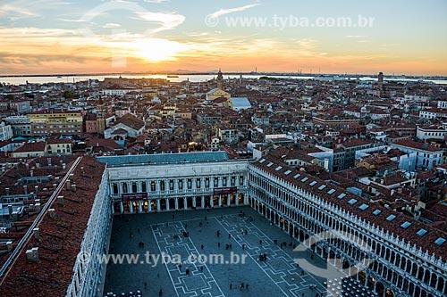 Vista da Piazza San Marco (Praça de São Marcos) e de Veneza a partir da Basilica di San Marco (Basílica de São Marcos) - 1617  - Veneza - Província de Veneza - Itália