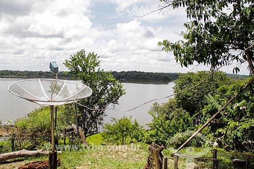 Antena parabólica na sede da Reserva Extrativista do Lago Cuniã  - Porto Velho - Rondônia (RO) - Brasil