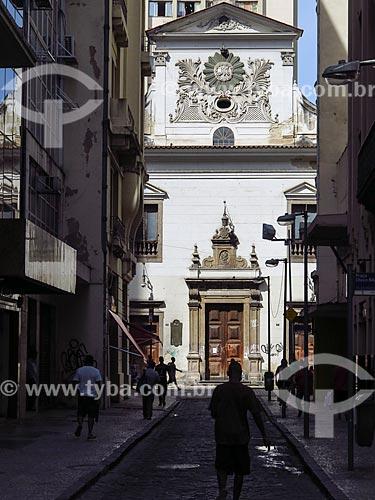 Vista da Rua do Rosário com a Igreja de Nossa Senhora do Rosário e São Benedito dos Homens Pretos (1737) ao fundo  - Rio de Janeiro - Rio de Janeiro (RJ) - Brasil