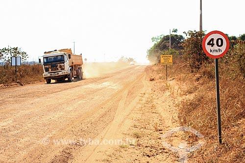 Placa em estrada de terra próximo à Porto Velho  - Porto Velho - Rondônia (RO) - Brasil