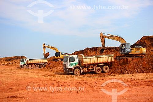 Carregamento de cascalho na Cascalheira Jalapão  - Porto Velho - Rondônia (RO) - Brasil
