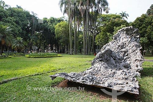 Escultura Craca (1995) de Nuno Ramos no Parque da Luz  - São Paulo - São Paulo (SP) - Brasil