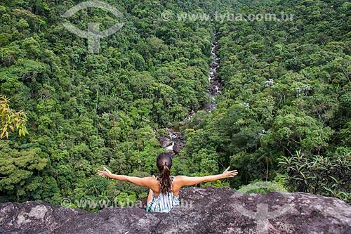 Mulher no Mirante do Último Adeus no Parque Nacional de Itatiaia  - Itatiaia - Rio de Janeiro (RJ) - Brasil