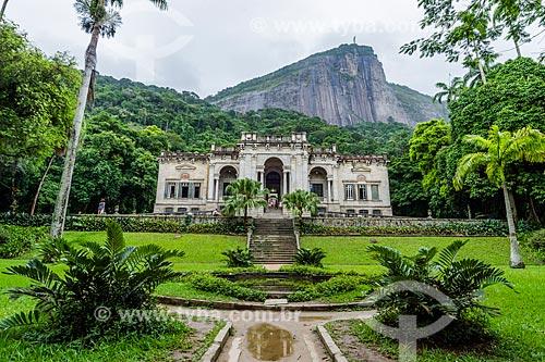 Prédio da Escola de Artes Visuais do Parque Henrique Lage - mais conhecido como Parque Lage - com o Cristo Redentor ao fundo  - Rio de Janeiro - Rio de Janeiro (RJ) - Brasil