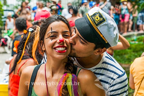 Casal no desfile do bloco de carnaval de rua Laranjada Samba Clube  - Rio de Janeiro - Rio de Janeiro (RJ) - Brasil